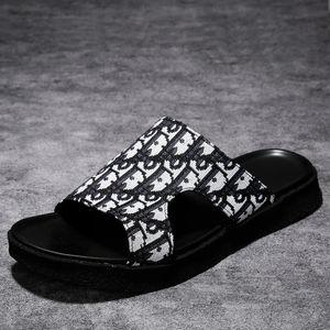 Zapatos de verano de 2020 nuevas chanclas y sandalias de los hombres de moda ocasionales flip-flops moda de los hombres jóvenes sandalias al aire libre