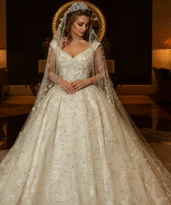 Luxury Wedding Dresses Sleeve V Neck Sleeveless Sweep Train Lace Applique Beaded Sweep Length Wedding Dresses Bridal Gowns