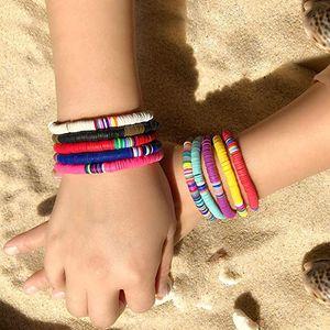 Bunte handgemachte Regenbogen-Korn-Armband-Polymer Clay Disc-Korn-Armbänder Boho Surf stapelbare Stretch-Charme-Armband-Schmucksachen für Frauen-Mädchen