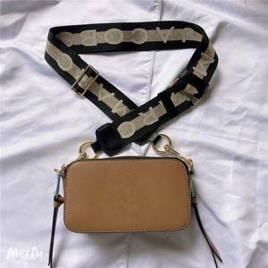 2020 nova alça de ombro largo ombro único zíper bolsa de câmera das mulheres mordida cruzada estrelar pequeno saco quadrado