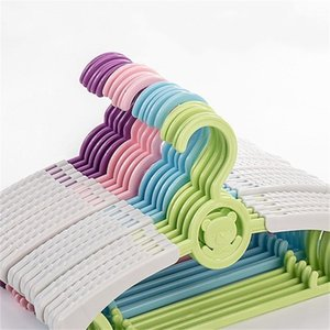 Retractable Kinder Kleiderbügel Einstellbare Kunststoff-Karikatur-Bären-Rack Antiskid Air Drying Kleiderschrank Speicherzubehör 0 53hc B2 Ständer