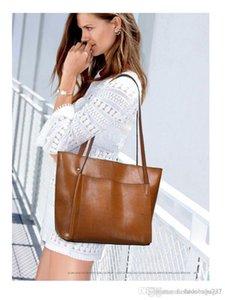 New Designer Sacs à main de luxe Femmes Totes Retro Big Bag Cross Body Messenger Sac simple Sacs à bandoulière simple huile de cire Sac fourre-tout en cuir Compos
