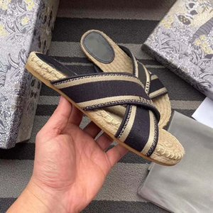 Woman Sandals Slippers Shoes slippers High Quality Sandals Slippers Casual Shoes Trainers Flat shoes Slide Eu:35-41 With box 04DA1601