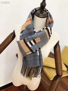 Hot Style 2020 avec des motifs lettres luxe haut de gamme de haute qualité créateurs de mode foulard de soie dame printemps et en été A1926232