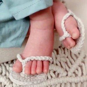 La fotografía apoya recién nacido hecha a mano del bebé del ganchillo zapatillas Mini accesorios de fotos Zapatos recién nacidos Accesorios lindo infantil Pequeños zapatos calientes