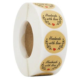 500pcs / рулон ручной работы с любовью Наклейки Scrapbooking Hand Made ручной работы Этикетки свадебные наклейки клей наклейки Крафт раунда наклейки