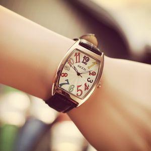 B-9060 Fantezi Kadınlar Tonneau Altın Vaka Bilek İzle Büyük Renkli Numara Deri Kayış Bayanlar İzle Relojes Mujeres Kadın Saatler