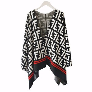 Hohe Qualität loser gestrickte Wolldecke heißen Verkaufs-Frauen-Cape und Poncho Brief Quasten Umhang Poncho Outwear Mantel-Schal-freies Verschiffen 1