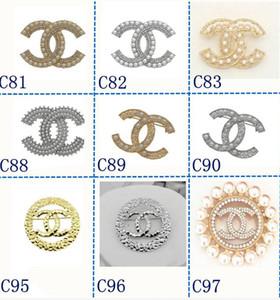 Marka Tasarımcı Broş Şık Alaşım Bow Broş Kristal Broş iğneler Kadın Giyim Suits Aksesuar Letter Chanel Broş Takı