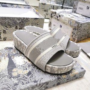 Heel azul Oblique bordado Cotton Platform Mules Wedge Sandals Oblique Jacquard real de couro de luxo Calçados Femininos