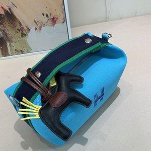 pyfZ9 kalın Makyaj Postacı paketi 2020 Yeni nakış H harfi postacı paketi tuval messenger beslenme çantası çantası astar makyaj çantası omuz han
