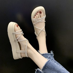 Moda All-jogo de CINESSD Rhinestone Sandals Women Shoes Cruz Plano romanos bagatela Platform Sandals
