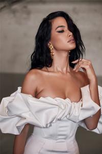 Concepteur femmes robes sexy volants lambris mini robes de robes décontractées couleur naturelle robes de maxon femme vêtements