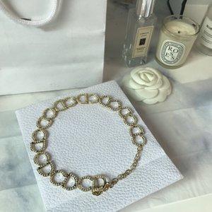 La vendita calda nuova collana di perle di fascia alta lettera personalizzata collana tendenza di moda donna selvaggia