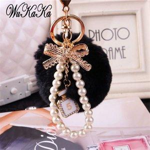 2020 della perla di modo catena di cristallo Bottiglia arco catena Pompon Keychain Donne borsa chiave Anello Gioielli Fluffy Puff sfera Portachiavi