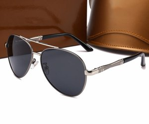 The new polarizing sunglasses for men and women are the same style, versatile and classic retro sunglasses with quality of 10008