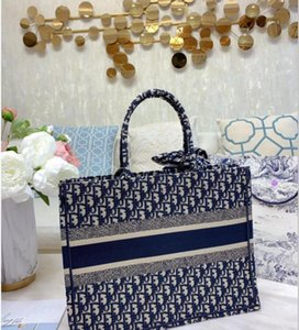 The new lady's shopping bag 7A high-end custom quality 2020 handbag fashion trend leisure style can be matched with small accessories