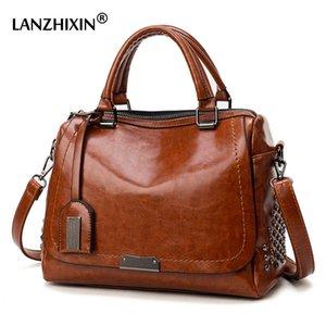 Famous Brand Oil Wax Leather Rivet Boston Bag Crossbody Bags for Women 2020 Tote Shouler Bag Luxury Handbags Women Bags Designer T200714