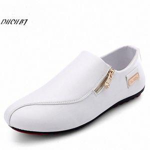 2018 Homens Fashion Shoes Primavera Homens de Verão calçados casuais lazer macho couro liso Loafers motriz para tamanho 39 44 Sport Shoes Skechers Sh 3TBU #