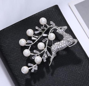 2019 Brooch Christmas Deer Model Corsage European and American Style Pins Scarf Buckle Imitation Pearl Brooch Newly Coat Accessories