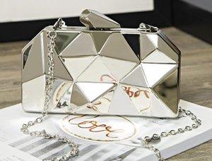 Designer Handbag 2020 New Arrival Fashion Female Bag Dinner Metal Hand Chain One Shoulder Messenger Small Square Banquet Bag