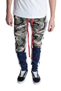 Moda Mens Pants Casual fitness Calças Lápis Europeu e Hip Hop americano Moda estilo da camuflagem dos retalhos Pants
