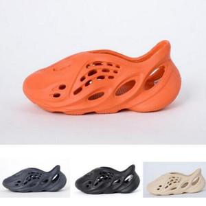 Little Baby scarpe da ginnastica Schiuma Estate Runner Acqua scarpe da spiaggia diapositive pantofole sandali scarpe per bambini scarpe del foro respirabile Kanye West ragazzo diapositive