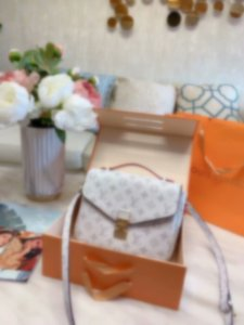 20SS New Design shoulder bag men women white METIS Handbags Shoulder Bag men briefcase Handbags Purses Crossbody women business bag Tote