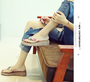 2020 Beach Shoes with Thick Soles Flip-flops Holiday Slippers Women's Summer Fashion New Wear Designer Shoes