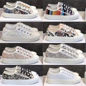 Yeni Eğik Sneaker Kadınlar Walk'N'Sneaker Tuval Nakış Örme Kumaş Ayakkabı Beyaz B23 Çiçek Casual Düşük kesim Trainer Açık Düz Ayakkabı