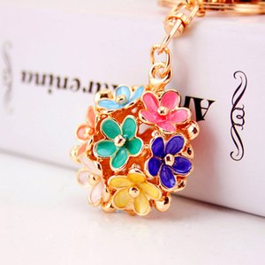 Small Daisy flower key chain women's bag accessories metal pendant three-dimensional hollow-out five-leaf flower key chains