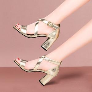Yaz Ayakkabı Kadınlar Sandalet Yüksek Topuklar Kadın Altın Seksi Çapraz bağlı Sandalias mujer Snake zapatos mujer 8217L pompaları Ayakkabı Elbise