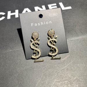 design di lusso orecchini femminile Stud Bee cuore di design elegante di fascia alta epoca gioielli in oro asimmetrici orecchini di perle di moda 11