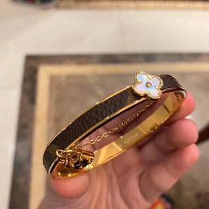 Brand Bracelets Fashion design Round Genuine Leather Bracelets with Gold Bag For Women and Men Flower Print Bracelet Jewelry BB018