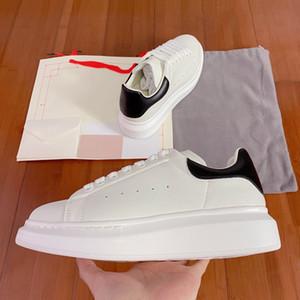 Top Piattaforma Bianco Uomo modo delle donne scarpe di cuoio Lace Up Sole Sneakers Bianco Nero pattini esterni casuali delle scarpe da tennis
