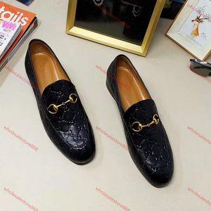 Xshfbcl 2020 New progettista lusso Mens Womens Genuine Leather velvet loafers with horsenbit Men women slip on Flats shoes many styles Size