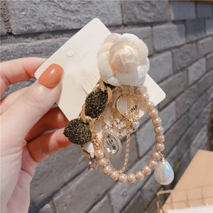 The new creative pearl string brooch pin has a variety of styles to choose from
