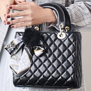 Fabrik-Großverkauf-Dame oder Frauen Cannage Patent Versatile Leder-Handtasche Weiblicher Pelz feste Ball Tasche tragbare Schal Toffee Taschen