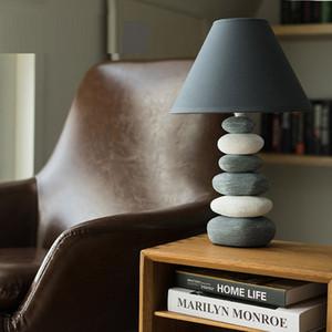 현대 미니멀 패션 테이블 램프 침실 책상 침대 옆 성격 창의성 간단한 유럽 따뜻한 연구 테이블 조명 야간 조명 점등
