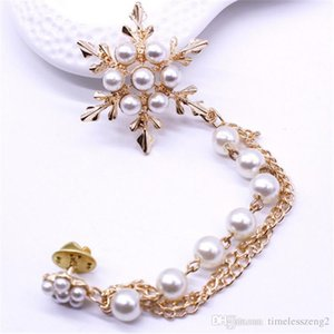 Snow shaped pearl brooch Tassels snowflakes brooch pin Pearl chain corsage Popular exquisite fashion clothing decorative