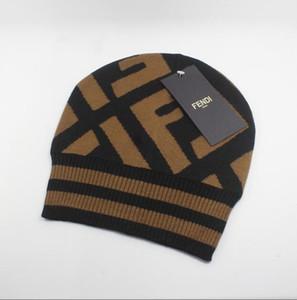 CALDO righe Linea laterale Sport Design Cuffed Cappello di lana di lana Bonnet Warm economico Berretti Hip Hop Oakland a maglia Calotta per donne degli uomini