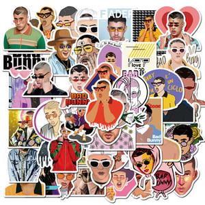 Pacchetto di 50pcs Singer Bad Bunny Adesivi Pop Star Music Stickers Laptop Skateboard Motor adesivo Bottiglia Notebook auto Deposito Stickers