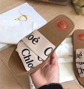Sole envío libre del cuero 2020Newest calificó Mujeres Woody mulas Fflat Zapatilla Deisgner Señora letras Tela al aire libre de diapositivas de la sandalia