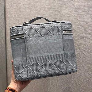 En güzel makyaj çantası, imza ızgara Mozaik tasarımı, güçlü bir retro atmosfer, ah bir kişinin aşağı okşamak izin