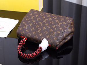 In ,high Qaulitys,leather,fashion,Tophigh-end, men and women G bag, handbag, shoulder bag, backpack,model M43982 ,size.28..20..10cm