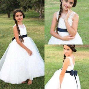 Long Tulle Flower Girls Dresses For Weddings With Ribbon Jewel Neck Girls Pageant Dress Applique First Communion Dresses B148