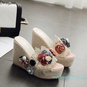 새로운 한국 패션 여성 슬리퍼 진주 꽃 밀짚 웨지 플랫폼 여성 샌들과 슬리퍼 T18
