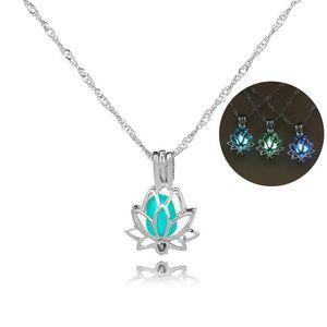 Световая ожерелья Glow In The Dark Moon Lotus Flower Shaped себе серебряные цепи кулон ожерелье для женщин Йоги Молитвы буддизма Jewelry