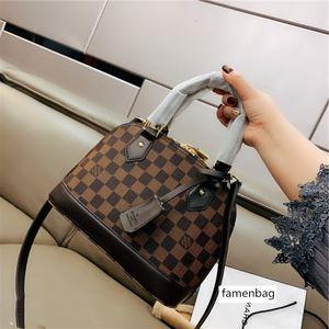 Luxurious Brands design monogram Shell Shopping Crossbody Clutch Bags Fashion Shoulder Men Women Travel Duffel Bumbag Outdoor Handbag