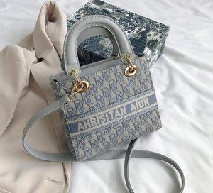 Marka Tasarımcılar Fransız niş çanta kadın 2020 çapraz vücut çanta tuval yönlü yeni moda tek omuz çanta Prenses torbayı işlemeli